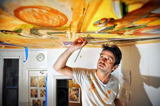 Il reproduit les peintures de la Chapelle Sixtine chez lui