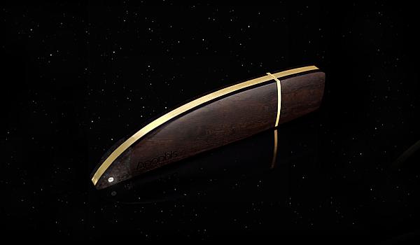 Apophis – Le luxueux lecteur flash by Zana Design