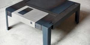Retro – La table basse disquette