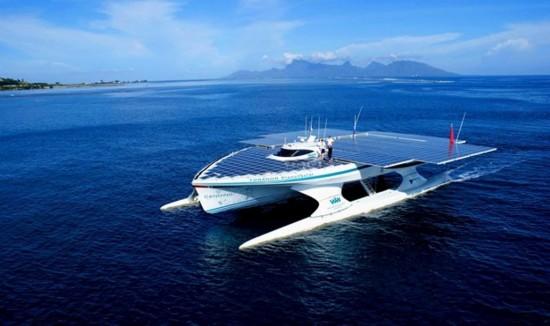 largest-solar-boat-2-550x326