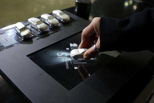 table interactive Lexus