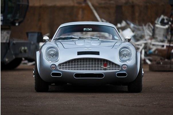 Aston Martin DB7 Zagato DB4