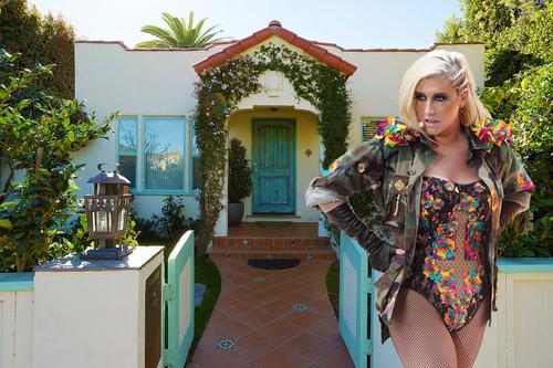 Visite de la maison de Kesha