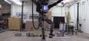 Quand un des robots Google joue une scène de Karate Kid