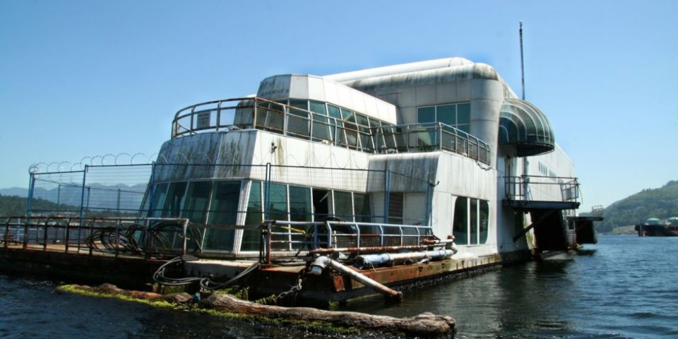McBarge abandonné fast-food flottant en ruine