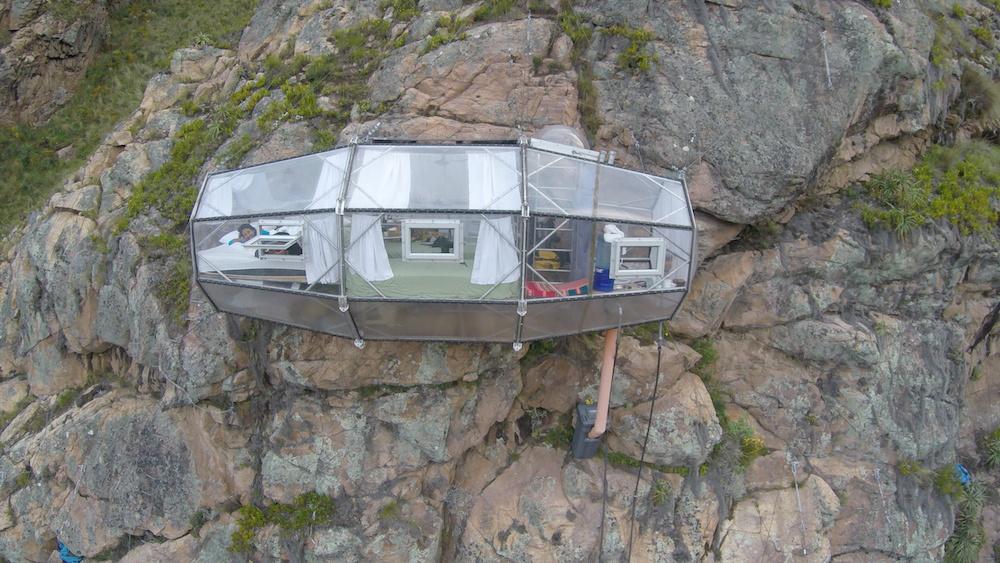 Skylodges chambres hôtel suspendues montagnes