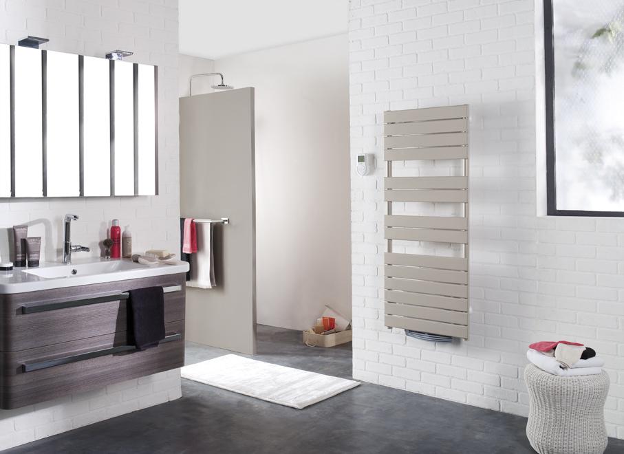 S che serviettes couleurs sont tendances - Chauffer une salle de bain avec un seche serviette ...