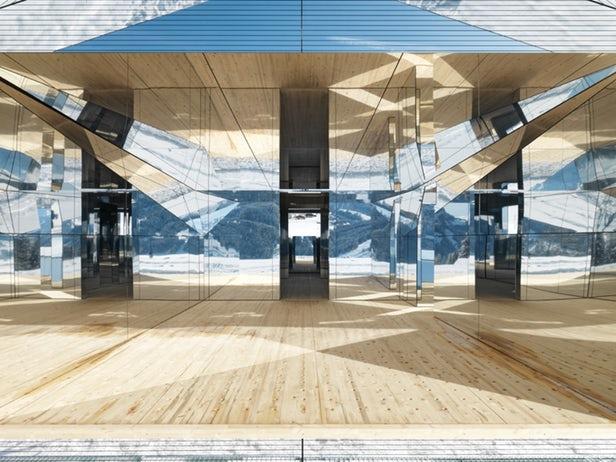 Doug Aitken imagine une maison miroir qui reflète le paysage