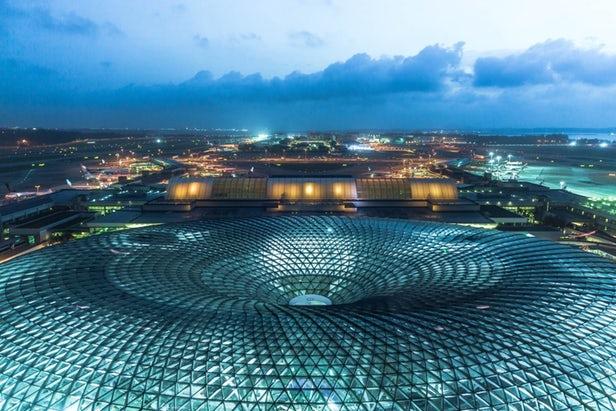 Safdie Architects installe la plus haute cascade d'intérieur au monde dans l'aéroport Jewel Changi de Singapour 1