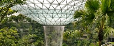 Safdie Architects installe la plus haute cascade d'intérieur au monde dans l'aéroport Jewel Changi de Singapour