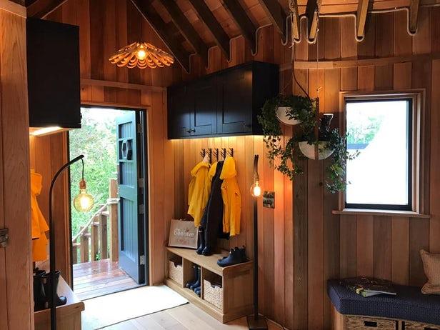 Blue Forest dévoile sa cabane dans les arbres préfabriquée de luxe 1