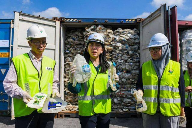 Les déchets plastiques arrivés en Malaisie vont être renvoyés dans leur pays d'origine