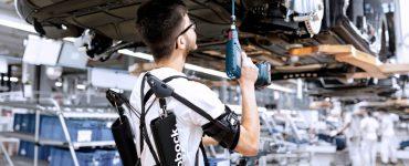 Les exosquelettes débarquent sur les chaines de production d'Audi