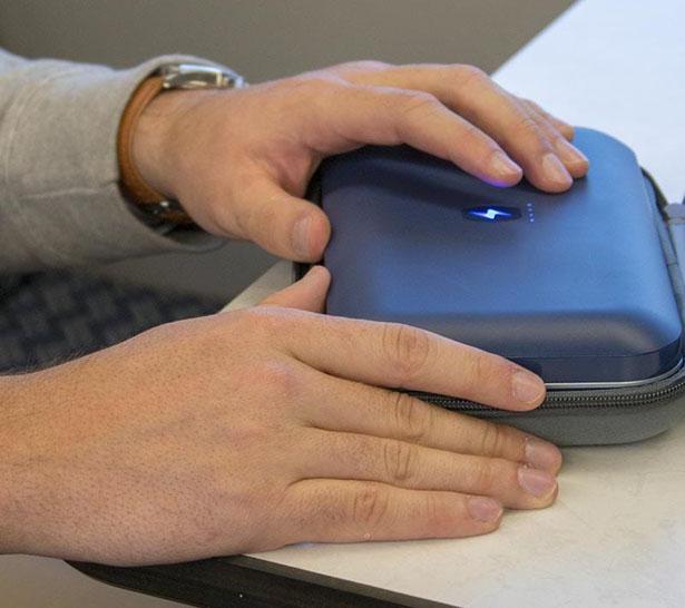 PhoneSoap Go le désinfectant UV et chargeur pour votre téléphone 1