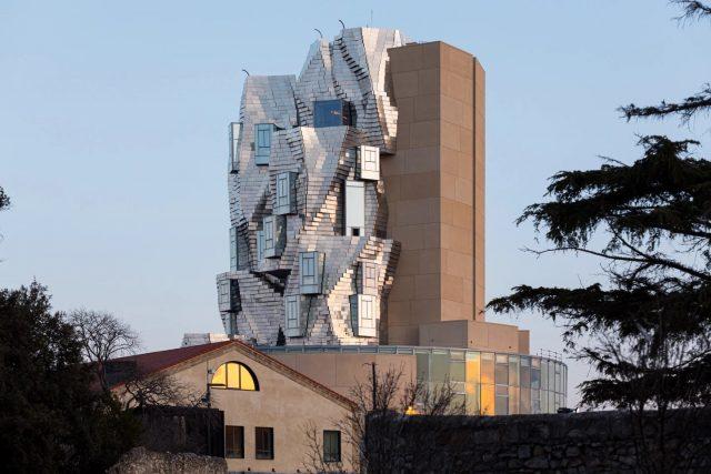 Frank Gehry transforme l'acier en une tour inspirée de Vincent van Gogh