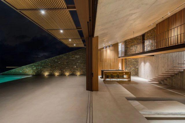 NCaved - Cette maison de luxe disparaît dans un paysage grec accidenté 1