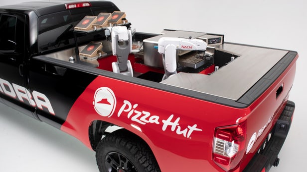 Toyota dévoile la pizzéria mobile Tundra Pie Pro à hydrogène au salon SEMA